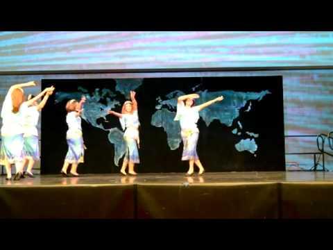 Persian Dance *  رقص شاد ایرانی توسط یک گروه دخترخانم های ایرانی با آهنگ بعد از نسترن