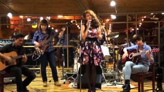 Ученики Студии: Зараева Ю. (вокал), Аксютина Д. (бас-гитара), Митина О. (акустическая гитара), Томахин В. (аккомпанемент)
