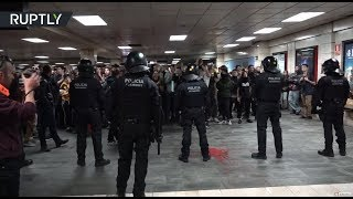 Protest turns violent as Catalan students occupy subway station in Barcelona - RUSSIATODAY