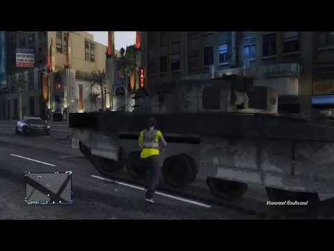 GTA V ONLINE Intentando cojer un tanque    xP