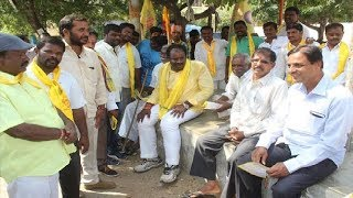 TDP rebel leaders protest in Hyderabad; Sama Reddy says my ticket given to Congress - NEWSXLIVE