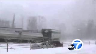 عاصفة ثلجية تطيح بـ 150 سيارة