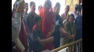 Priyanka Gandhi Offeres Prayer At A Hanuman Temple In Gopiganj, UP   | ABP News - ABPNEWSTV