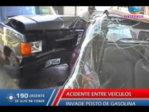 ACIDENTE ENTRE VEÍCULOS INVADE POSTO DE GASOLINA