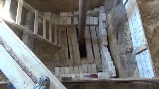Строительство, выкладываю погреб, подшиваю потолок