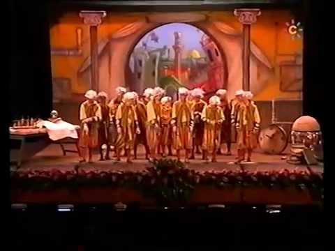 La agrupación La quintaesencia llega al COAC 2006 en la modalidad de Comparsas. En años anteriores (2005) concursaron en el Teatro Falla como El Revuelo (los viejos copleros nunca mueren), consiguiendo una clasificación en el concurso de Semifinales.