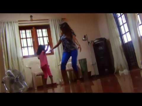 Surenie De Mel & her Daughter s Dance to Tukur Tukur Song