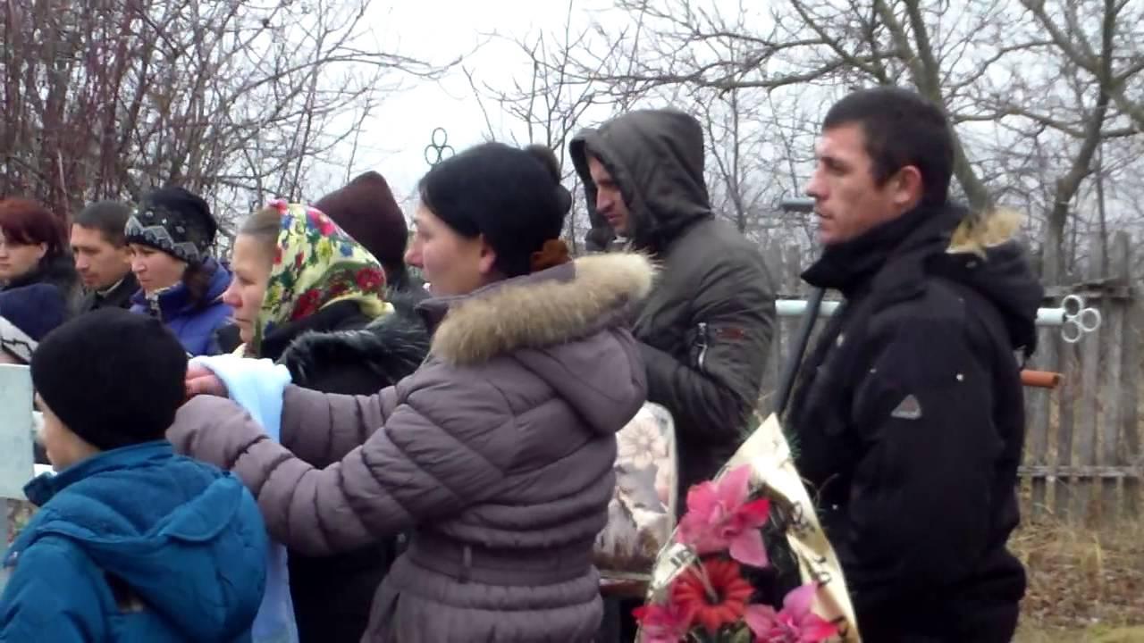 Funeralii fără preot într-un sat moldovenesc