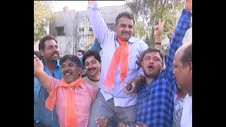 Gujarat Civic Election Result 2018: BJP workers CELEBRATE in Rajkot; BJP leads on 22, Cong 17 - ABPNEWSTV