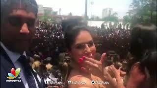 Sunny Leone Craze in Kochi - IGTELUGU