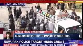 Hundreds hurt In violent Pakistan clashes - NEWSXLIVE