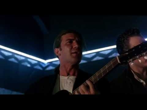 Desperado - Antonio Banderas &amp; Los Lobos - Cancion Del Mariachi [HD]