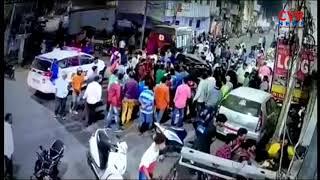సికింద్రాబాద్ లో హల్చల్ చేసిన ఆర్మీ అంబులెన్సు | Army Ambulance Hits Auto In Secunderabad | CVRNEWS - CVRNEWSOFFICIAL
