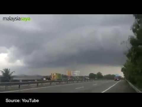 Tornado (Puting Beliung) in Pendang, Kedah - Malaysia