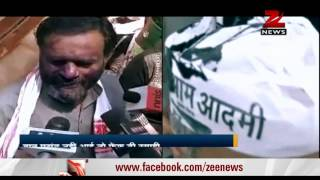 Another ink attack, this time it's AAP leader Yogendra Yadav - ZEENEWS