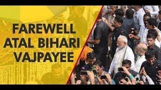 Vajpayee Amar Rahen: Procession inches closer to Smriti Sthal; lakhs bid adieu to former PM - NEWSXLIVE