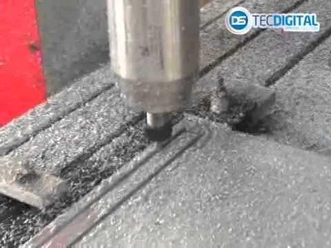Máquina Router CNC gravando no metal SK 3020   -   DSTECDIGITAL