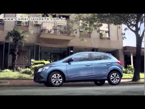 Chevrolet Onix - O Carro Feito para os Dias de Hoje - Motorista pelado - Celular - Comercial de TV