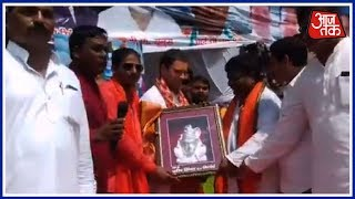 'Shiv Bhakt' Rahul Gandhi In Amethi; Crowd Chants 'Bam Bam Bhole' - AAJTAKTV
