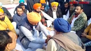 Video : मोगा: शहीद जेमल सिंह के घर पहुंचे नवजोत सिंह सिधु परिजनों से किया शोक व्यक्त