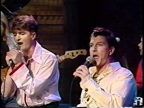 Chocolate Cake - Crowded House on Late Night with David Letterman (1991)
