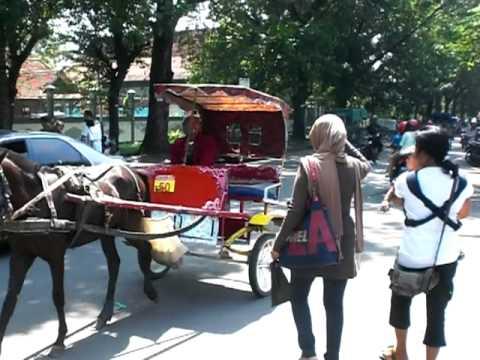 Zakiya naik Delman ~~~ in Solo Manahan