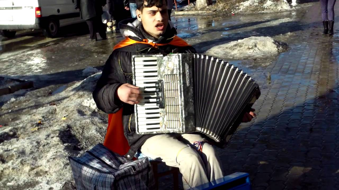 Oleg Adrian Vlad cîntă și în noul an, pe stradă