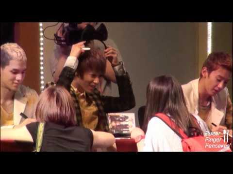 Fancam 120617 L.Joe trying on a headband @ Yongsan fansigning