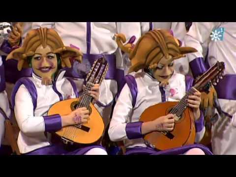 Sesión de Semifinales, la agrupación Ustedes estáis fatá actúa hoy en la modalidad de Coros.