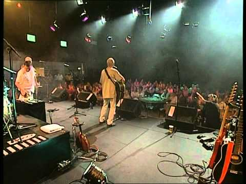Lindisfarne - Can't Do Right For Doing Wrong (LIVE)