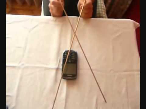 Orgonita para teléfono celular funcionando: experimento con radiestesia (varillas)