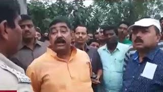 TMC leader threatens police, incident caught on camera - TIMESOFINDIACHANNEL