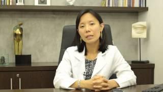 Saiba mais sobre Degeneração Macular Relacionada à Idade com a Dra. Erika Yasaki