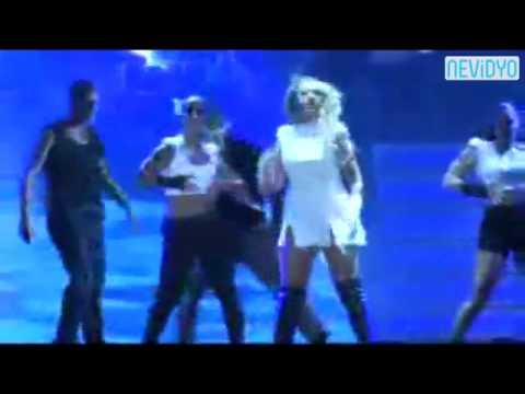 Hadise'nin konser ortalarında yaptığı ilginç dans herkesi şaşırttı...