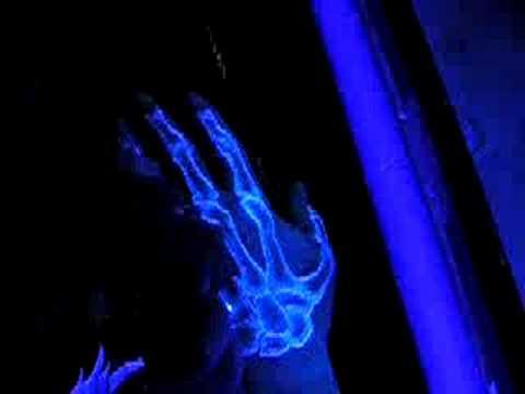 Ультрафиолетовые флуоресцентные татуировки…