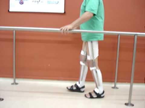 IPO - Instituto de Prótese e Órtese - Paraplegico caminhando com Walkabout