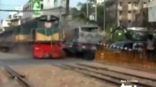 踏切の指示通りですよね?ということでバス吹っ飛ばしてそのまま通過する列車