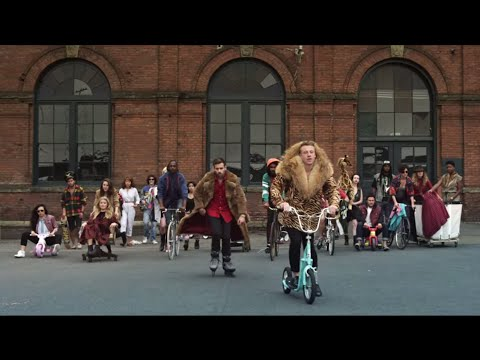 MACKLEMORE & RYAN LEWIS - THRIFT SHOP FEAT. WANZ (OFFICIAL VIDEO) Music Videos
