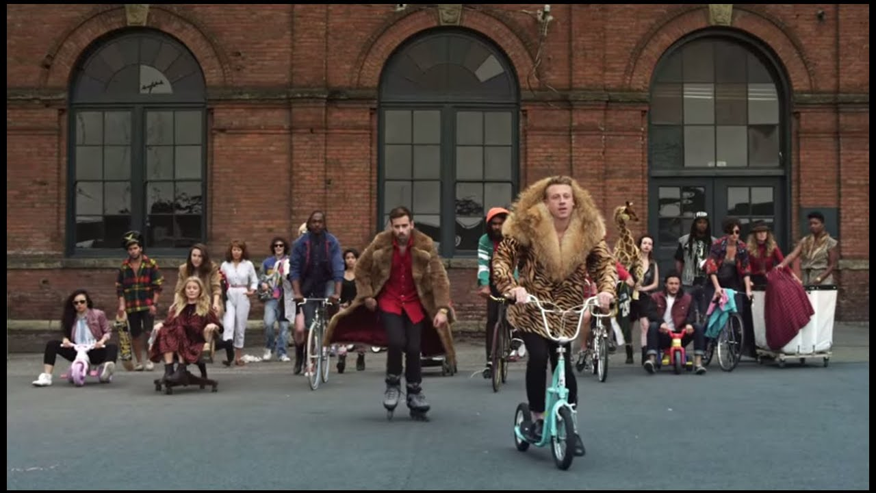 MACKLEMORE amp; RYAN LEWIS - THRIFT SHOP FEAT. WANZ (OFFICIAL VI