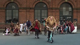 MACKLEMORE &amp; RYAN LEWIS - THRIFT SHOP FEAT. WANZ (OFFICIAL VIDEO)