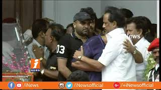 Kollywood Stars Pays Last Respect To DMK Chief Karunanidhi at Rajaji Hall | Chennai | iNews - INEWS