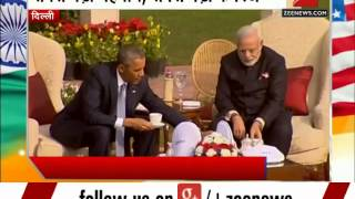 Barack Obama and Prime Minister Narendra Modi discuss bilateral issues over tea at Hyderabad House - ZEENEWS