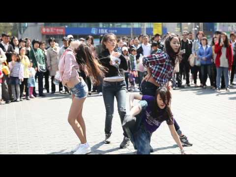 Girl's Day Flash Mob performance dance