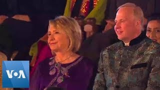 John Kerry and Hillary Clinton Among Guests of Big Indian Wedding - VOAVIDEO