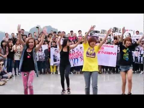2NE1 Flash Mob in Hanoi (November 6, 2011) - L.Y.N.T