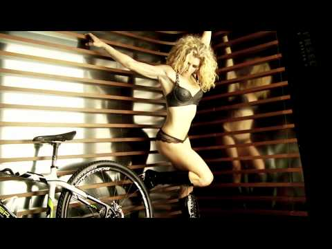 CYCLEPASSION 2011 Calendar & Film - 1 of 3