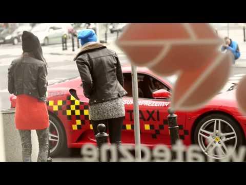 Na taksówce można jeżdzić nawet Ferrari. Akcja Sawa Taxi i serwisu Superprezenty.pl