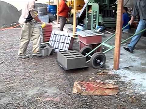 Máquina para fabricar blocos de concreto- COLEVATTI