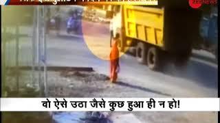 Khabar 20-20: Shocking! Man hit by dumper in Godhra, survives - ZEENEWS