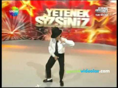 Turkish Guy Dances like Michael Jackson (R.I.P) MUST SEE!